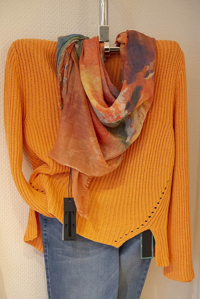 Tanja Jablonski Shop Damenmode Mode Dreieich leichter Strickpullover Trendfarbe Orange